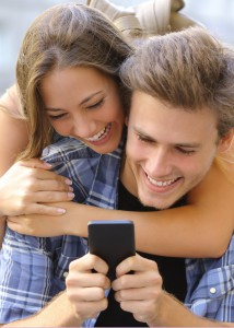 couple-with-a-smart-phone-1
